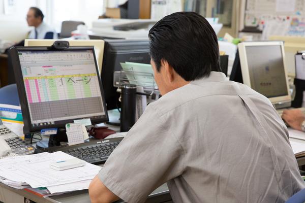ドライバー・配車担当・事務部門間の連携・管理システム構築